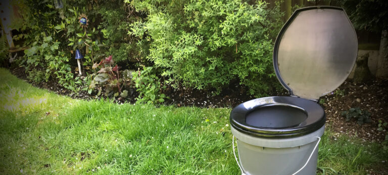 The cheapest and easiest compost toilet
